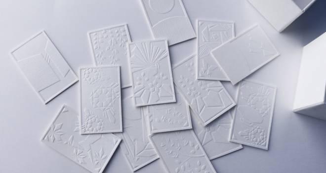 なんて素晴らしいんだ♡花札を凹凸だけで表現した究極的にシンプルな「霞札-かすみふだ-」が素敵
