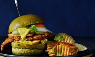 「辻利」と「J.S. BURGERS CAFE」がコラボ!抹茶を練りこんだバンズ使用のハンバーガー発売