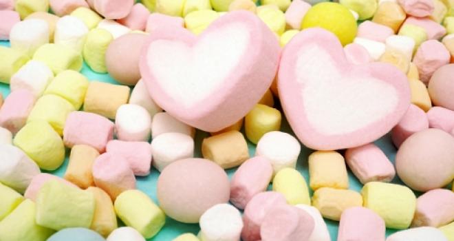 3月14日はホワイトデー!だけど何でバレンタインのお返しが「白い日」なの?