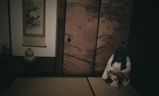 女性差別?女性を守るため?かつて日本に生理中の女性を隔離する「月経小屋」が存在した理由