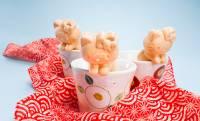 老舗栗菓子店とキティーちゃんがコラボ!コップにちょこんと引っ掛かる「ハローキティもなか」が可愛い♡