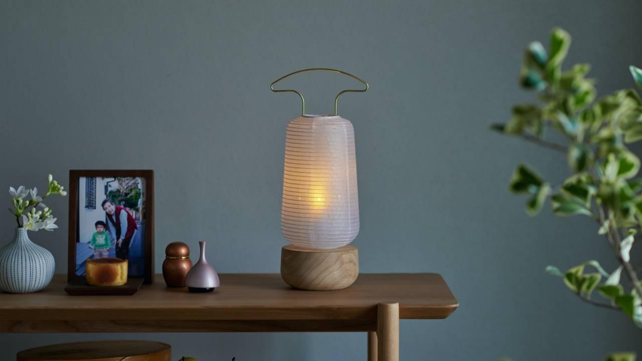 現代の住空間にぴったりなシンプルモダンな盆提灯「AKASHI」が素敵です!