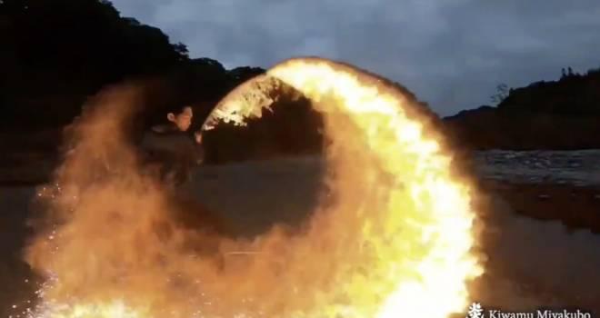 ヒノカミ神楽!火炎アーティストによる「炎刀の火炎斬り」映像が美しすぎてたまんない!