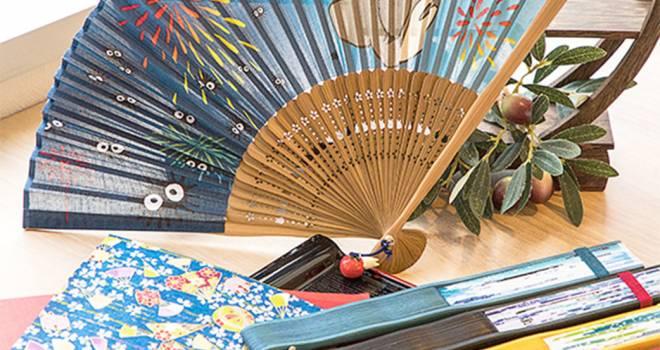 トトロや魔女の宅急便など、スタジオジブリ作品がモチーフの扇子が発売中