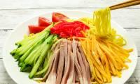 夏の国民食!誰もが愛する「冷やし中華」…実は日本の料理だった!?