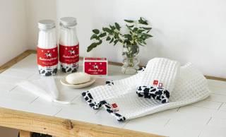 昔ながらのレトロな赤箱デザインが可愛い牛乳石鹼×今治タオルのギフトセット
