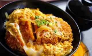 ガツンとかきこむ!日本的ファストフードの原点「丼もの」のルーツや魅力を紹介