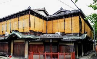 京都に残る旧色街「五条楽園」。ディープな遊郭・お茶屋の街からレトロで個性あふれる街へ【その1】