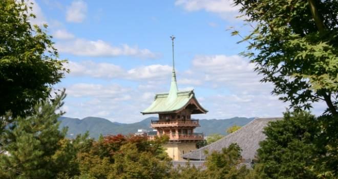 知ってた?京都には、金閣・銀閣…そして信長親子やあの天下の大泥棒を供養する「銅閣寺」がある