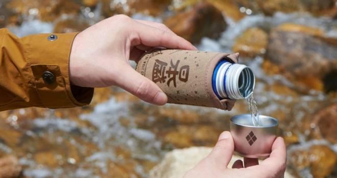 日本盛とモンベルがコラボ!アウトドアにぴったりな日本酒ボトル缶カバー&おちょこセット発売