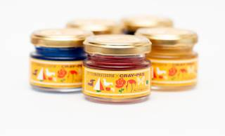 クレパスのような鮮やかな発色が楽しめる「クレパス柄カラーワックス」発売!サッと洗い流せるのも◎