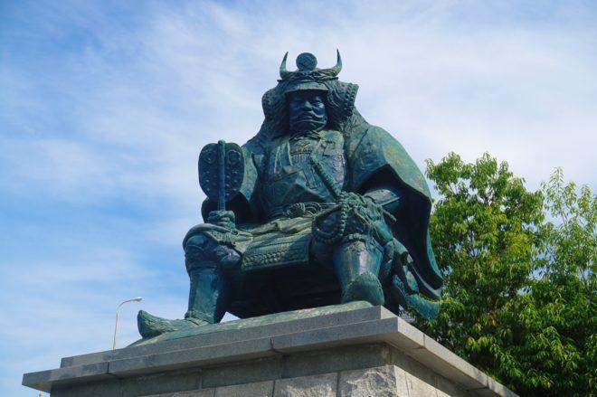 武田信玄の銅像