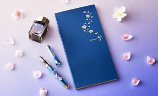 入学祝いにぴったり!夜桜をテーマにしたノート、万年筆、ボトルインクのセットが素敵です