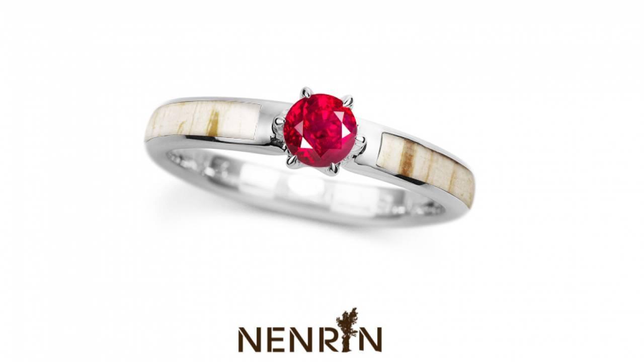 天然ルビーと天然の白樺で日章旗を表現した『日の丸婚約指輪』が発売へ