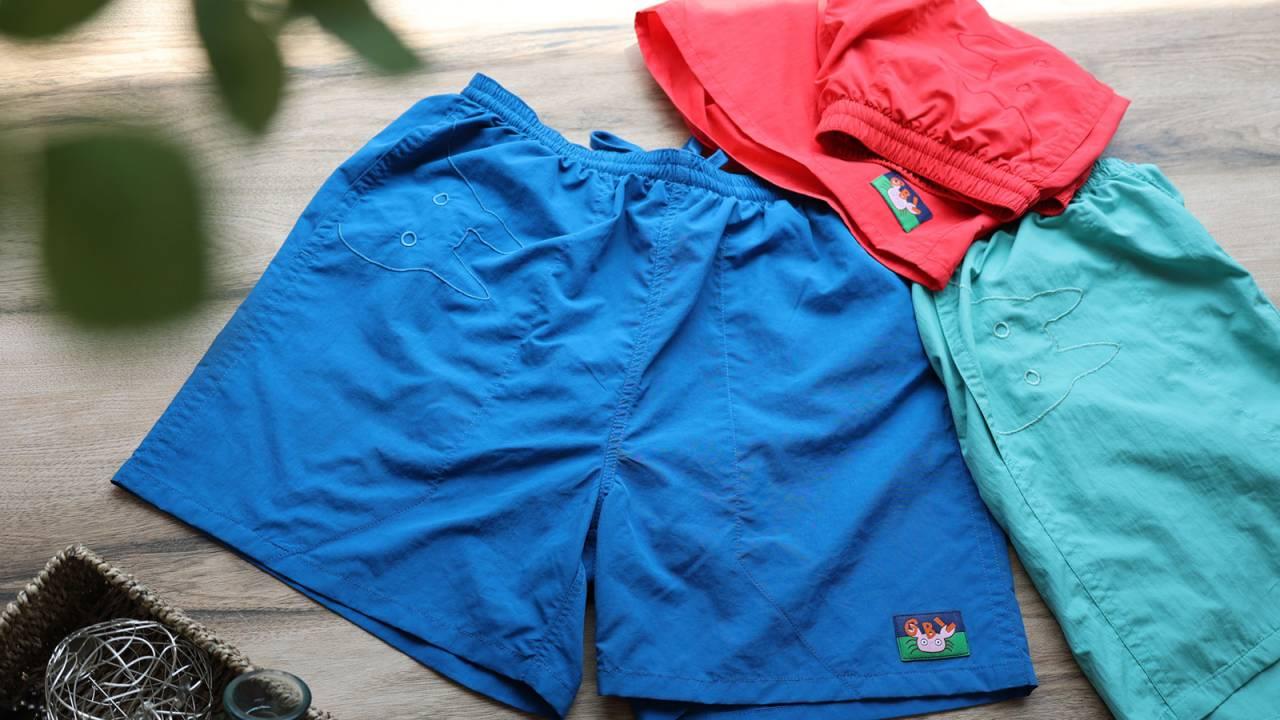 """刺繍でデザインされた""""小トトロ""""がさり気なくあしらわれたショートパンツ&バッグが発売"""