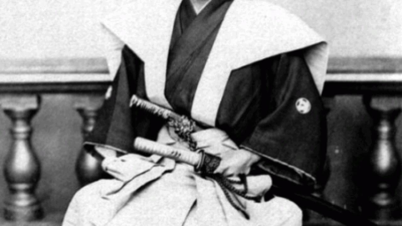 刀を差すのは禁止!明治時代の「廃刀令」は効力を失わず、実は昭和時代まで続いていた