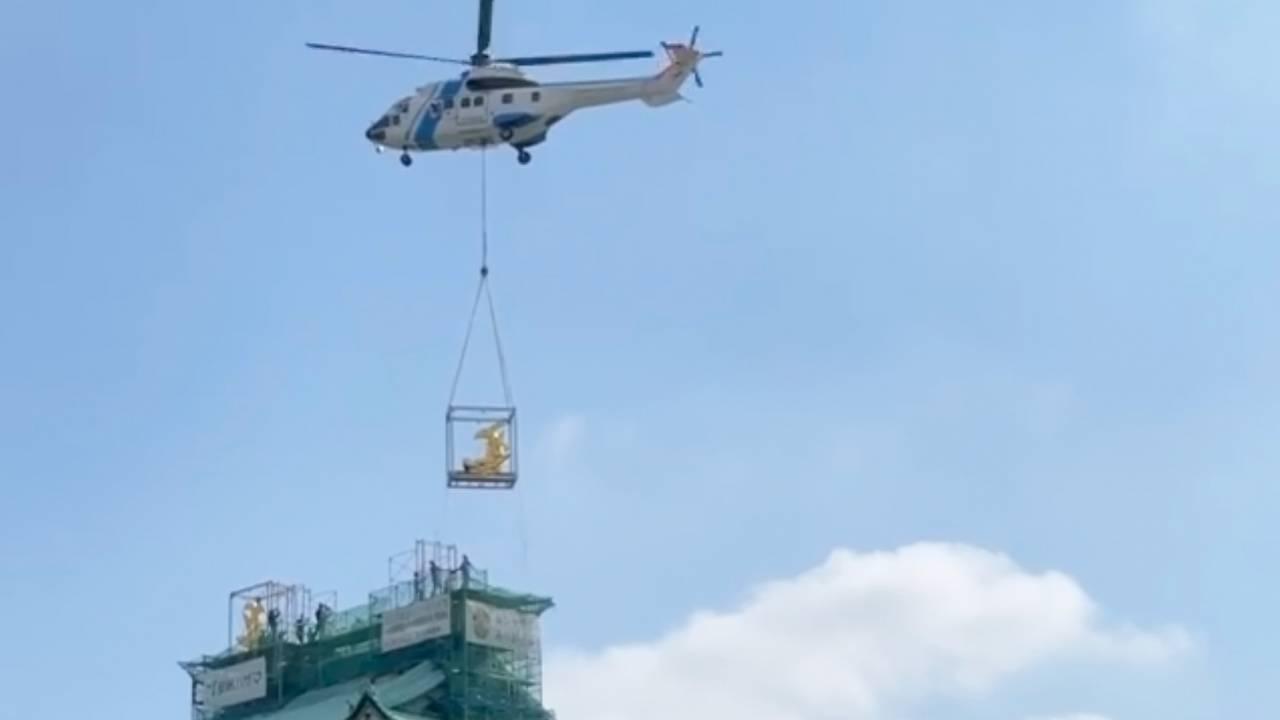 16年ぶり地上に降臨した名古屋城の金のシャチホコが天守閣に無事帰還!