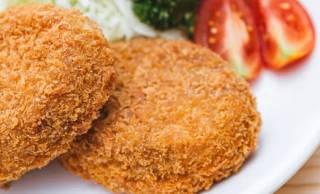実は日本生まれ。洋食の影響を受け誕生したコロッケとメンチカツのはじまり