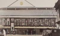 悪場所から社交場へ。明治維新後、画期的な試みを取り入れた「守田座」から始まった日本の劇場スタイル