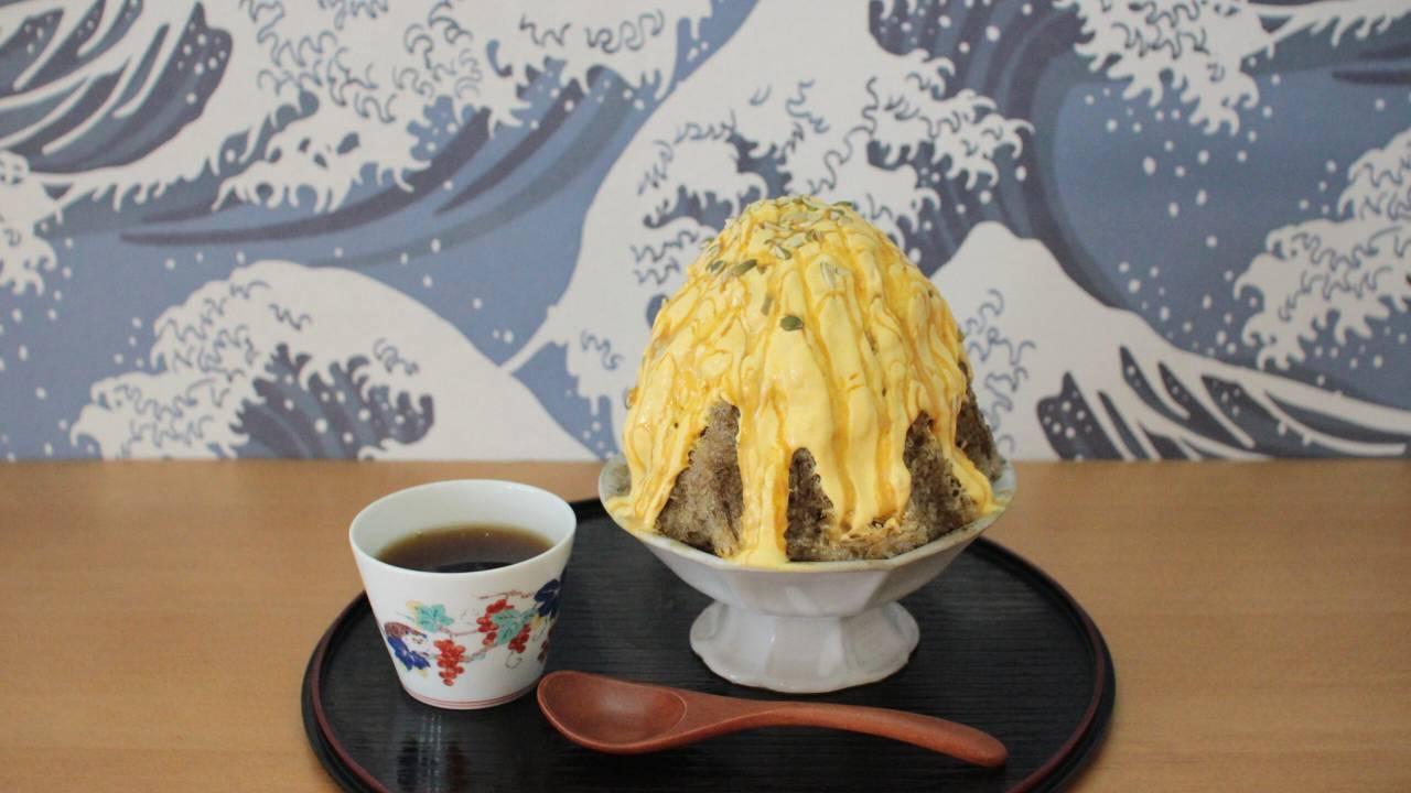 このボリュームである!栗かぼちゃとほうじ茶を組み合わせた「栗かぼちゃクリームとほうじ茶のかき氷」美味しそ♡