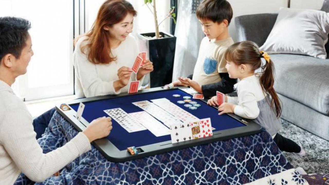 ヤマダデンキからカードゲームやボードゲームが快適に遊べる『ゲームこたつ』が登場